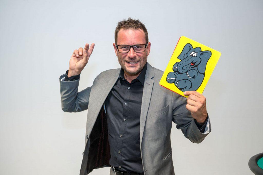 Christian Supa, Zauberer, Zauberkünstler aus Dortmund, NRW. Stand up Zauberei, Close up Zauberer, Kinderzauberer, Kinderzauberei